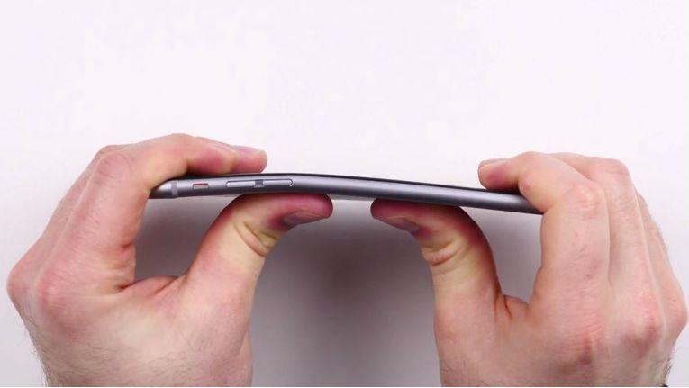Im Apple-Labor wurden iPhone 6 und iPhone 6 Plus maschinell auf Biegsamkeit und Ähnliches getestet.