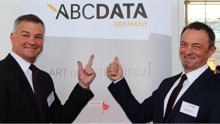 Marcus Hammann und Karl Tucholski zeigen auf der CeBIT bereits Flagge für ABC Data.