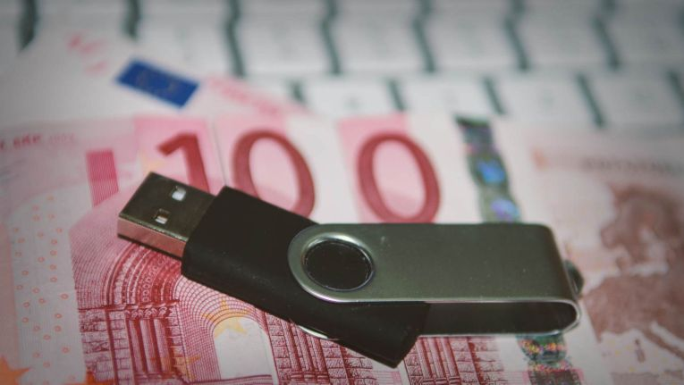Der Bundesgerichtshof hat am 3. Juli 2014 beschlossen, dass Hersteller auf zwischen 2001 und 2007 verkauften Druckern und PCs nachträglich eine Urheberrechtsabgabe zahlen müssen.