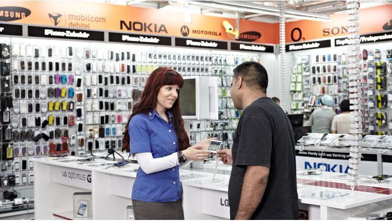 """Am besten gleich mit """"Plusschutz"""": Smartphone-Verkauf bei Saturn"""