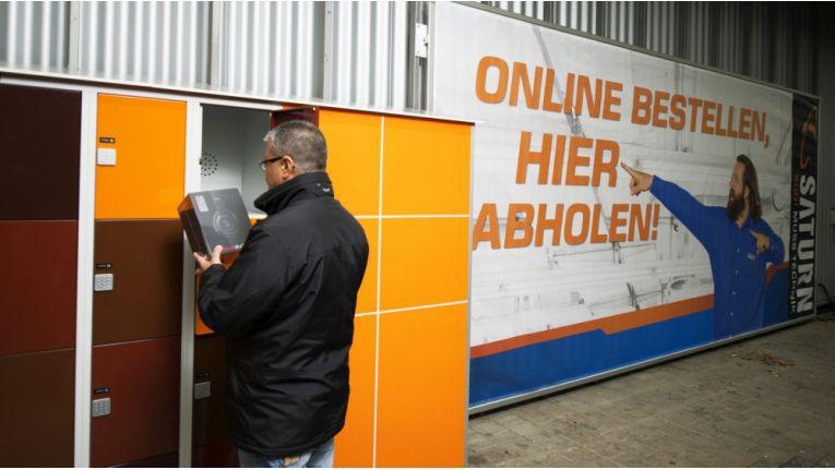 Online bestellte Waren bekommen Saturn-Kunden auch außerhalb der Öffnungszeiten - bei der Saturn-Abholstation.