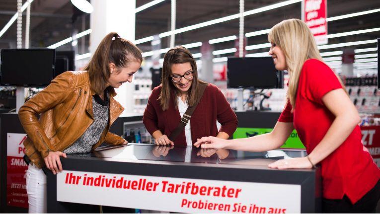 """So könnte es im Pilot-Markt von Media Markt in Ingolstadt aussehen, der im Oktober eröffnet wurde. Doch ist die Verkäuferin wirklich """"neutral"""" oder handelt es sich um einen """"hidden promoter""""?"""