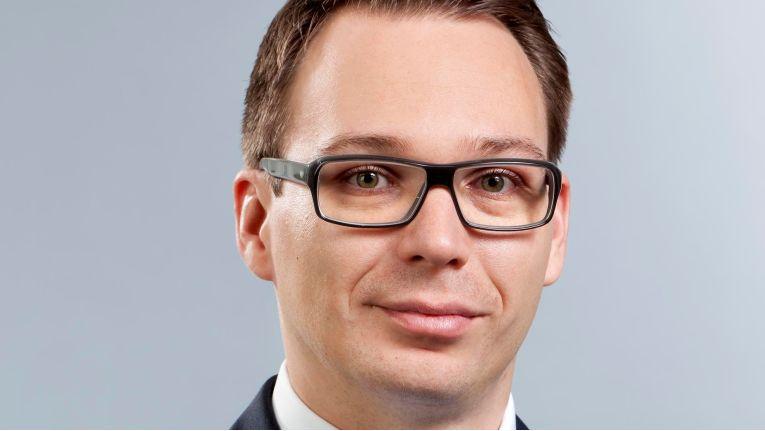 Die Gewinner des so genannten Fachkräftemangels sind die Verleih- und Vermittlungsagenturen. Wie Mario Zillmann, Leiter Professional Services bei Lünendonk erläutert, werden IT-Kapazitäten über IT-Dienstleister ersetzt, die wiederum Freelancer von Agenturen engagieren.