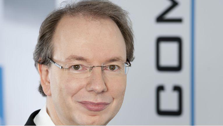 """""""Mittelfristig wird sich Glasfaser durchsetzen"""", so Ralf Koenzen zu ChannelPartner. Vorher sei aber der Ausbau auf Download-Raten von bis zu 250 MBit/s über Kupferkabel """"ein äußerst attraktives Geschäftsfeld für Lancom- Partner."""""""