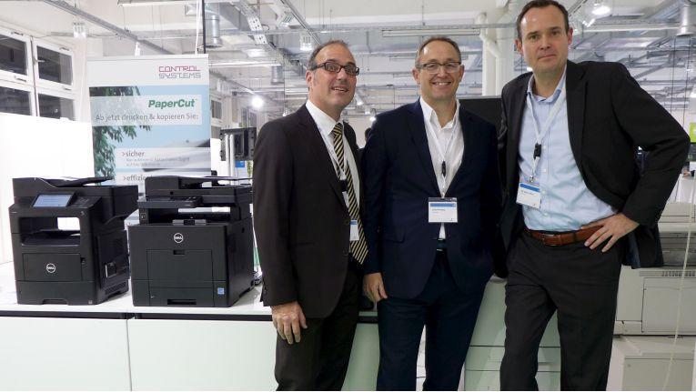 Die Dell-Druckerspezialisten Andreas Karl, David McNelly und Nils Becker-Birck präsentieren auf der Dell Expo Tour in München ihr Portfolio.