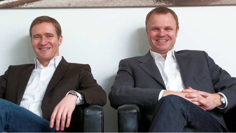 Die Geschäftsführer von Kern & Stelly, von links Lutz Kern und Andreas Stelly, freuen sich über den Marktführer an ihrer Seite.