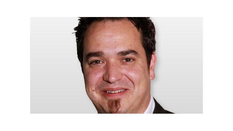 Sebastian Hill, Einkaufsleiter bei der Siewert & Kau Computertechnik GmbH, freut sich bis Ende April das dünnste Tablet exklusiv für Deutschland distribuieren zu dürfen.