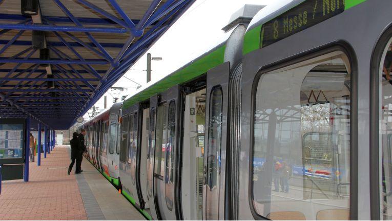 Die Fahrt mit der Straßenbahn zur CeBIT könnte teuer werden: Ohne Fahrschein droht eine Strafe von 40 Euro.