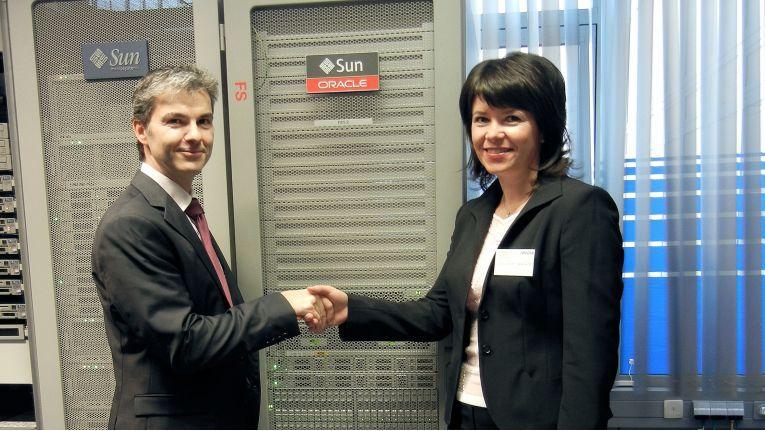 Beim Start des FS1-Events Mitte Januar in Fürstenfeldbruck waren Martin Wilhelm, Manager Enterprise Solutions, Arrow ECS GmbH und Oksana Braune, Disk Storage Sales Manager Germany von Oracle Deutschland, dabei.