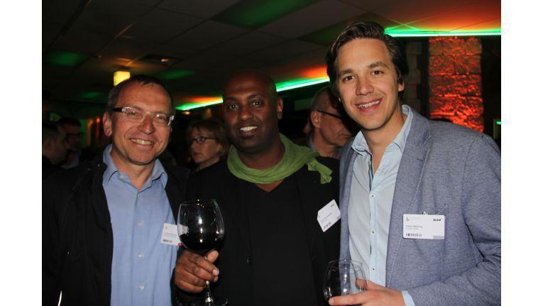 2015 war Protionet auch auf der Party der Also-Haumsmesse vertreten: (v.r.n.l.) Felix Heinricy und Saudi Wolde-Mikael (beide Protonet) mit Ronald Wiltscheck (ChannelPartner).