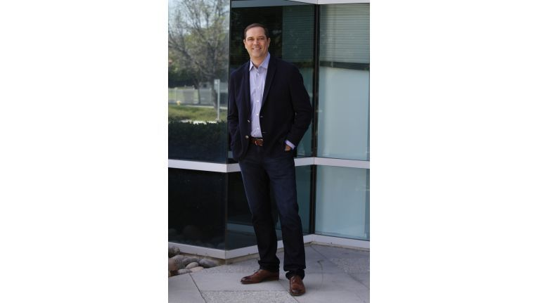 Cisco-CEO Chuck Robbins will gezielt kleinere Unternehmen zukaufen und mit größeren die Zusammenarbeit suchen.