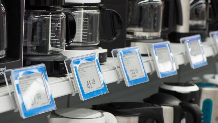 Bisher sind Ladengeschäfte mit digitalen bzw. elektronischen Preisschildern noch dünn gesät. Der 2014 runderneuerte Saturn-Markt in Ingolstadt besitzt solche Vorrichtungen.