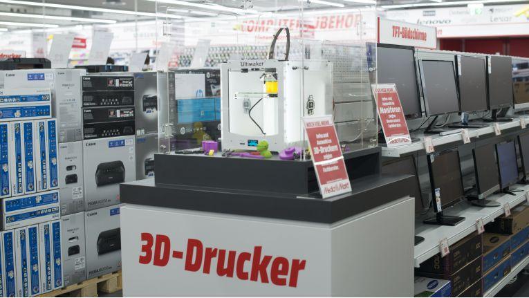 3D-Drucker halten längst nicht mehr nur im Unternehmens-Umfeld Einzug. In unserem Glossar erfahren Sie alles Wissenswerte zum Thema.