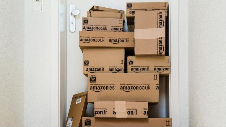 Zumindest in den USA sollen Amazon-Kunden Pakete bald nicht nur empfangen, sondern auch zustellen können.