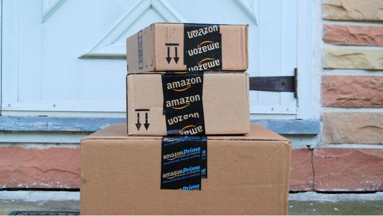 Wie kommt das bei amazon gekaufte Buch zum Käufer? Der Weg per Karton ist nur eine Möglichkeit. Die andere Option ist der Weg über einen stationären Buchladen mit all seinen Vorteilen.
