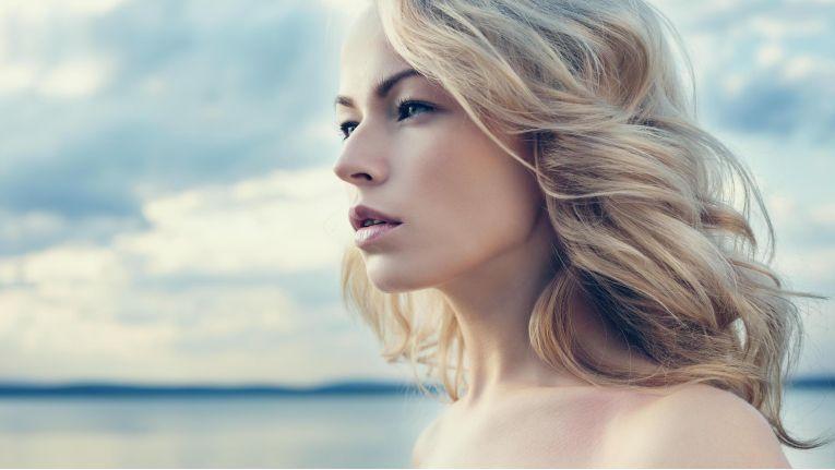 Bei Frauen ist der direkte Effekt der Schönheit etwas größer als bei Männern.