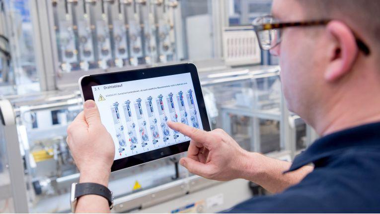 Bosch plant, in Dresden Chips für selbstfahrende Autos von Daimler herzustellen.