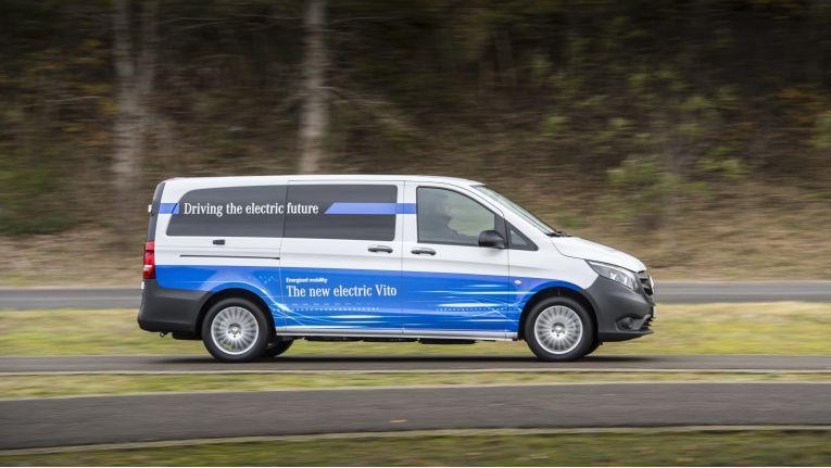 Der neue eVito: Die Reichweite beträgt rund 150 km. Die Höchstgeschwindigkeit liegt bei 120 km/h. Über 1000 kg Zuladung passen in ein Ladevolumen von bis zu 6,6 m3.