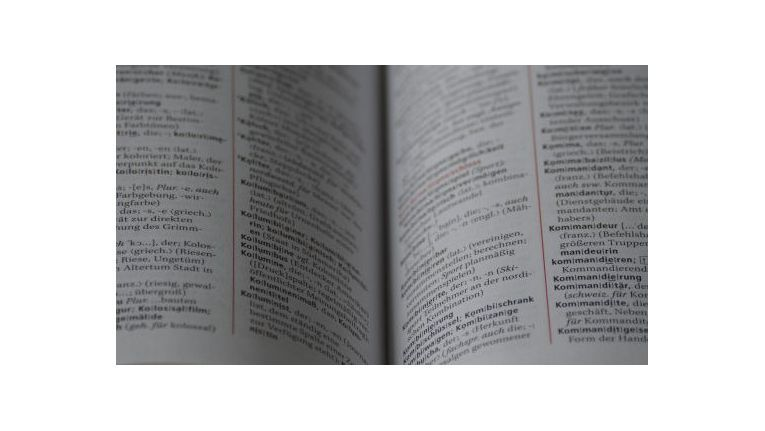 Ein sicheres Passwort besteht nicht nur aus Buchstaben. Selbst ausgefallene Begriffe können mit Wörterbuchattacken leicht geknackt werden.