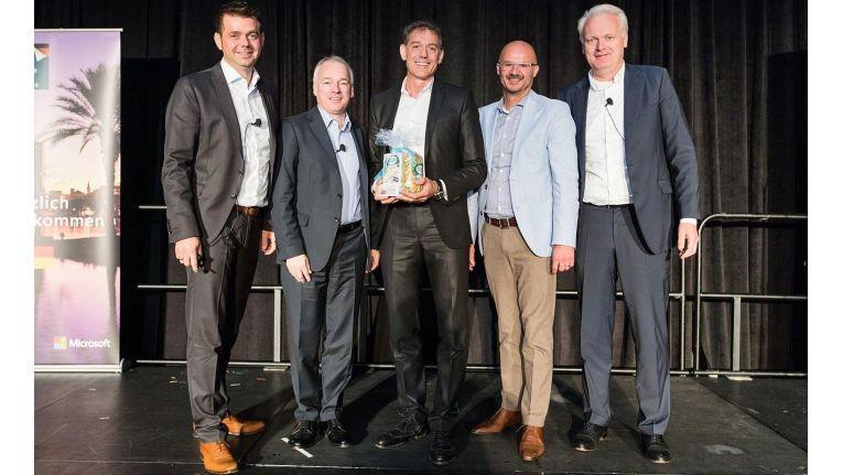 Blue-Zone Vorstand Richard Mayr (Mitte) bei der Preisverleihung während der Microsoft World Partner Conference in Orlando.