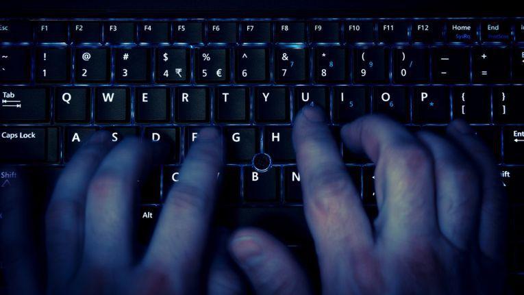 """Der neue Trojaner soll sich zum Teil über dieselbe Windows-Sicherheitslücke verbreitet haben wie der Erpressungstrojaner """"WannaCry""""."""