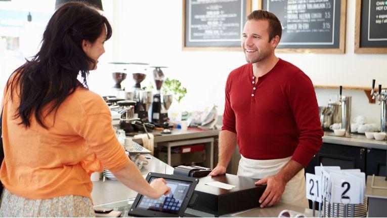 Mit Cross-Channel-Strategien erreichen Einzelhändler Kunden auf allen wichtigen Plattformen gleichzeitig.
