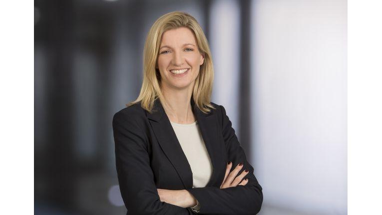 """""""Der für die deutsche Wirtschaft prägende Mittelstand ist bekannt für seine konservative Einstellung bei der Adaption neuer Technologien. Dieses Unbehagen gegenüber der Cloud bei Datenschutz und IT-Security wurde schließlich durch den NSA-Skandal weiter befeuert"""", Lynn Thorenz, Senior Director Research & Consulting bei IDC."""