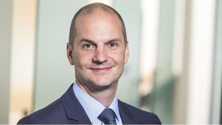"""""""Wir begleiten die Dekade der Transformation, indem wir on premise wie in der Cloud die gleichen Produkte und Standards verwenden"""", sagt Mark Borgmann von Oracle Deutschland."""