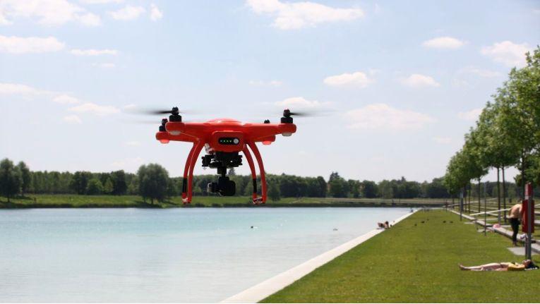 Kameras gehören in Drohnen inzwischen zur Standardausrüstung. Nicht überall sind sie daher gern gesehen.