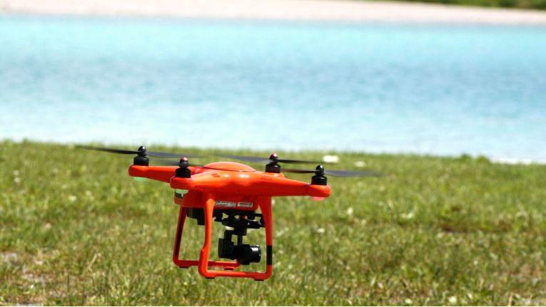 Vodafone stellt ein System vor, dass Drohnen automatisch an einer sicheren Stelle zur Landung zwingt.