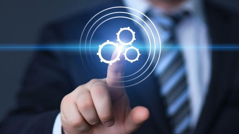 Künstliche Intelligenz und automatisierte Prozesse analysieren für Verkäufer Verhaltensweisen, Trends oder wichtige Signale im Verkaufsprozess.
