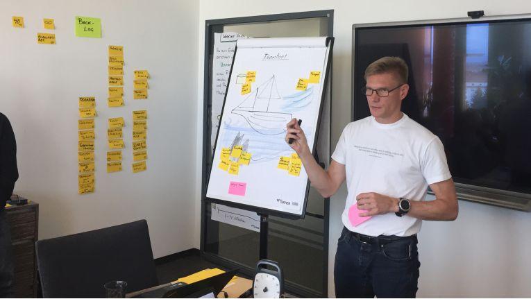 Björn Radon ist einer von 20 zertifizierten Scrum-Trainern in Deutschland. Auch weltweit verfügen nur 250 Scrum-Profis über dieses Zertifikat. Er wird zusammen mit Björn Stieler den Scrum-Workshop in München leiten.