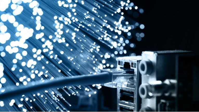 Fast alle Digitalprojekte setzen eine schnelle Internetverbindung voraus. Doch diese Infrastruktur ist in Deutschland trotz gewaltiger Anstrengungen in den vergangenen Jahren noch immer nicht flächendeckend vorhanden.