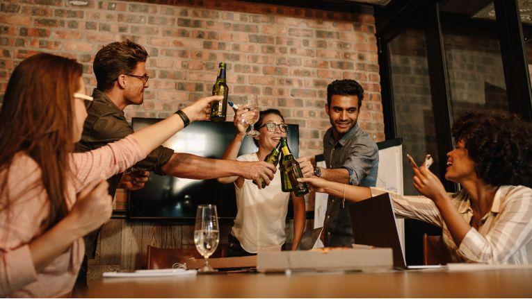 Job-Einsteiger sollten zunächst beobachten, wie die Unternehmenskultur gelebt wird.