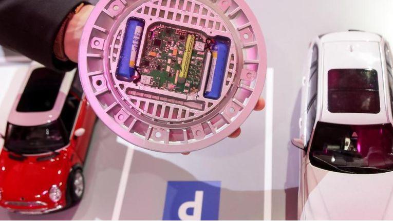 IoT-Sensor für smartes Parken - damit wird die Telekom zum Parkplatzwächter.