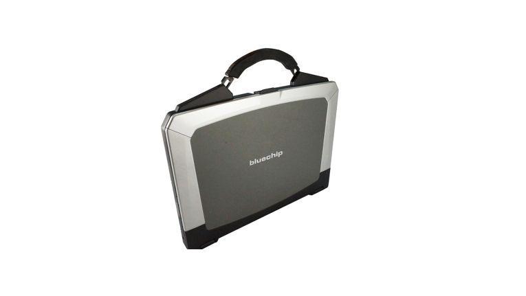 Bluechip Travelline B15W35: Robustes Notebook mit Koffergriff.