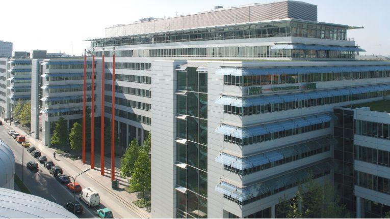 Um dem Wettbewerb in der Versicherungsbranche beim Thema Digitale Transformation einen Schritt voraus zu sein, hat sich die WWK Versicherung, hier die Zentrale in München, für Dimension Data als Helfer entschieden.