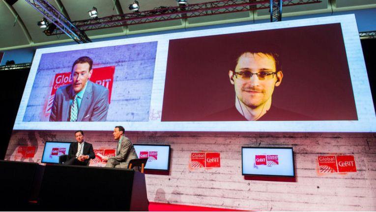 Edward Snowden in einer Live-Video-Schaltung auf der CeBIT 2015.