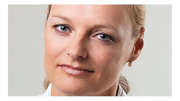 "Christine Peters, Director Business Unit FTS, Lenovo, Display & Digital Signage bei Ingram Micro, freut sich darauf, wenn Fachhändler bei der Kampagne ""PolePositon – Be Fujitsu´s #1 Reseller"" so richtig durchstarten."
