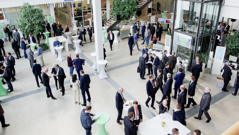Die Bechtle AG und spezialisierte Tochterunternehmen luden zum fachlichen und persönlichen Austausch. Mit mehr als 2.500 Teilnehmern honorierten die Kunden das Veranstaltungsformat.