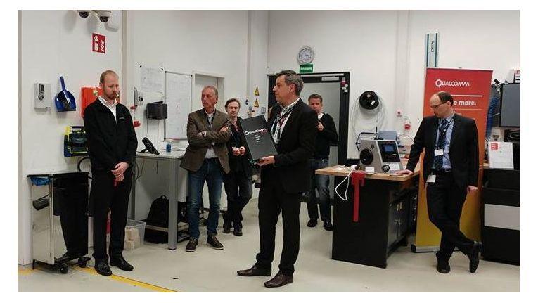 In einer kleinen Werkstatt in München präsentiert Qualcomm mehrere voll funktionierende Prototypen von Halo und die neuesten Entwicklungen des Connected Car.