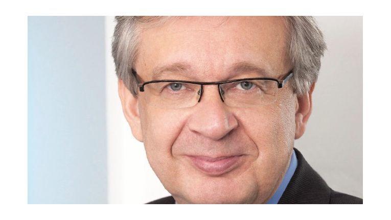 Michael Kenfenheuer, Vorsitzender des Vorstandes der Adesso AG, rechnet bei Fortführung der ambitionierten Wachstumsstrategie und höheren Investitionen in die Entwicklung eigener Produkte auch 2018 mit einer weiteren Steigerung von Umsatz und Ertrag.