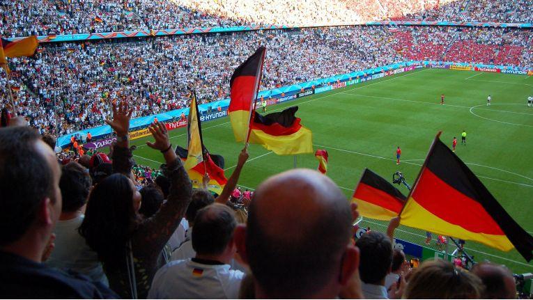 Nicht nur die Verkaufserlöse der Karten sondern auch Fanshops sind eine wichtige Einnahmequelle großer Fußballvereine.