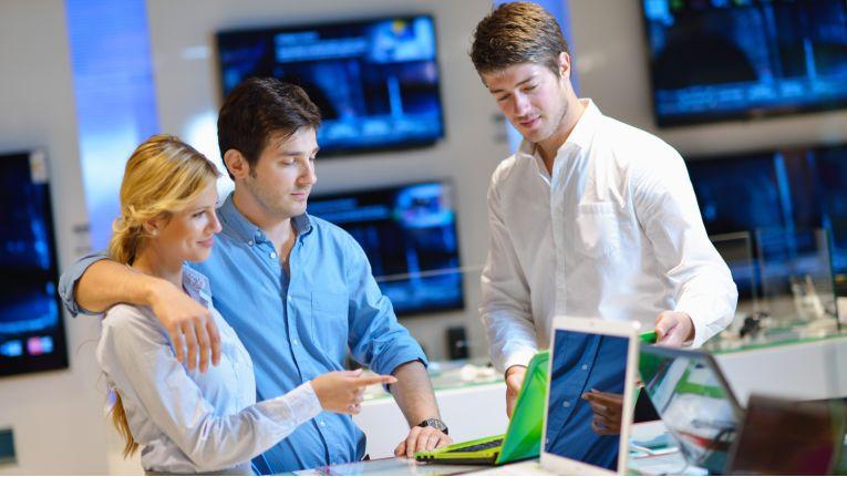 Verkäufer sollten die wichtigsten Fragetypen kennen, um Kunden optimal beraten zu können.