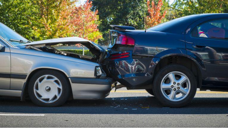 Falschparker haften bei Unfällen.