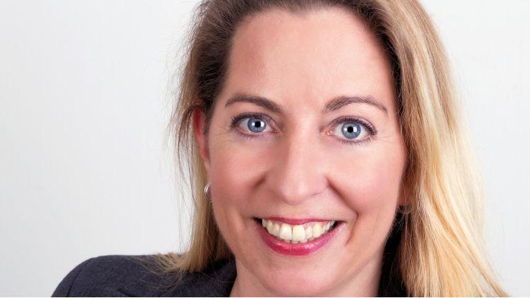 Ines Scherer, Leiterin des Personalbereichs, kümmert sich um die Personalauswahl, -steuerung und -entwicklung beim Münchener Full Service Provider.