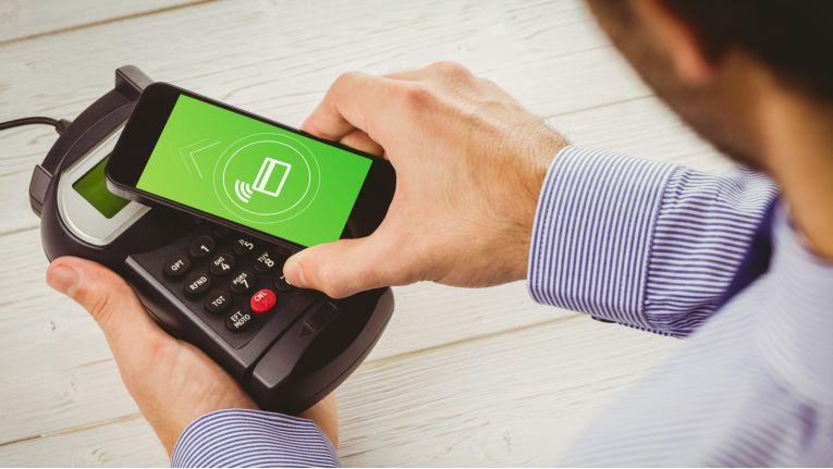 Bald kann man auch in Deutschland mit dem Smartphone via Apple Pay bezahlen.