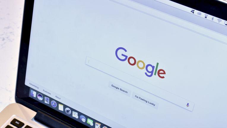 Google wird eine ungerechte Platzierung von Ergebnissen in der Google Shopping-Suche vorgeworfen. Das lässt das Unternehmen nicht auf sich sitzen.