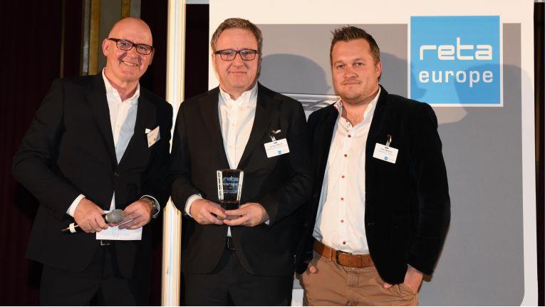 Freude über die reta-Prämierung: (v. l. n. r.) Michael Gerling (EHI), Jochen Mauch (Euronics) und Timo Weltner (Netformic E-Commerce Agentur)