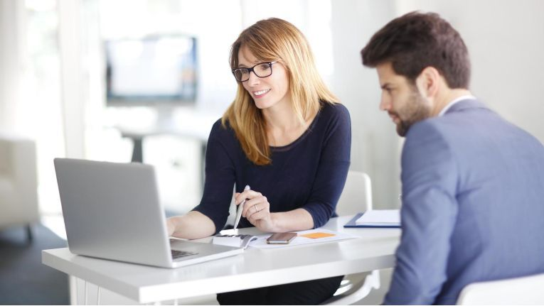 Kunden wünschen sich gerade im Internetzeitalter einen Berater und Betreuer an ihrer Seite.